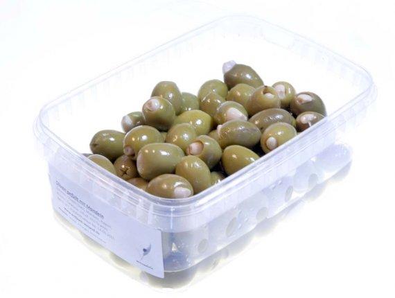 Grüne Oliven gefüllt mit Knoblauch